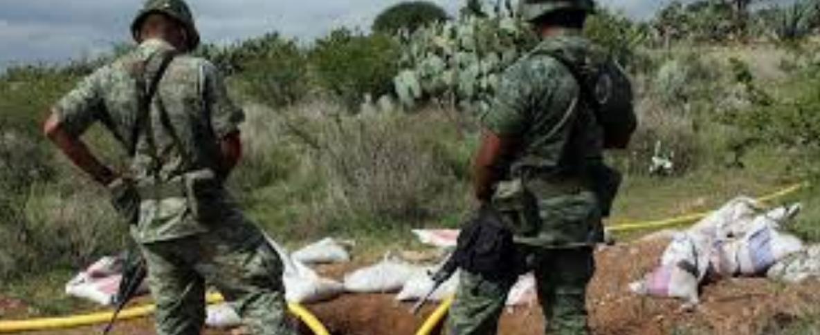 Por aire y tierra, militares protegen ductos de Pemex