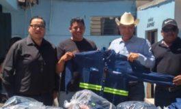 Presidente Ramón Díaz acude al festejo del día del niño a OOMAPASH y entrega uniformes a los trabajadores