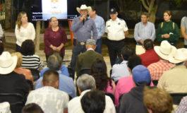 Atienden funcionarios municipales de Hermosillo a vecinos de Las Granjas