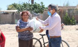 Dip. Miguel Ángel Chaira  continúa con su recorrido beneficiando a familias de Bahía de Kino Pueblo.