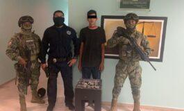 DETIENEN POLICÍA MUNICIPAL Y MARINA A SUJETO EN POSESIÓN DE DROGA