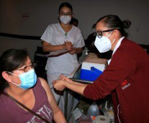 Mujeres embarazadas ya serán vacunadas contra COVID-19 en México
