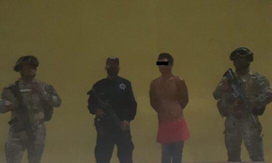 CAPTURAN ELEMENTOS DE LA POLICÍA MUNICIPAL A PRESUNTO LADRÓN DE PLANTEL EDUCATIVO