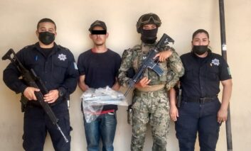 DETIENEN ELEMENTOS DE LA POLICÍA MUNICIPAL A PRESUNTO LADRÓN DE PLANTEL EDUCATIVO