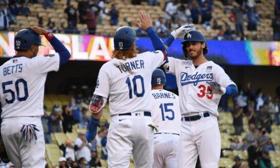 Urías y Betts comandan triunfo de Dodgers sobre Pittsburgh
