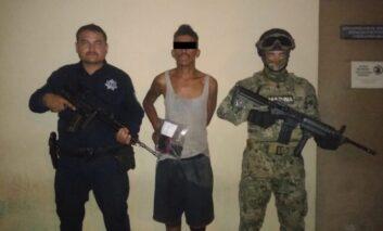 CAPTURAN AGENTES DE LA POLICÍA MUNICIPAL A PRESUNTO LADRÓN DE PLANTEL EDUCATIVO