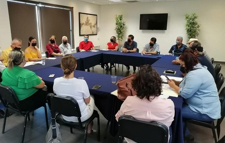 """Mario """"Mayito"""" Martínez se reúne con representantes de las diferentes etnias de la entidad."""
