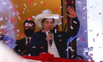 Castillo asume Presidencia de Perú y anuncia reforma constitucional El partido del nuevo presidente de Per