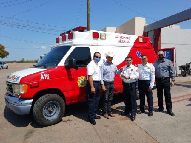 Presidente Ramón Díaz entregó ambulancia y equipo a bomberos