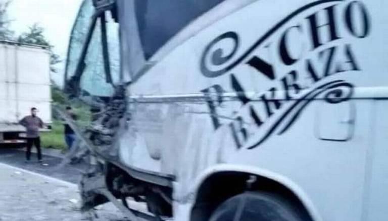 Reportaron aparatoso accidente de Pancho Barraza y sus músicos en carretera de Nayarit