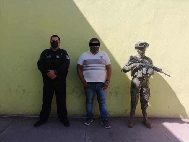APREHENDE LA POLICÍA MUNICIPAL A SUJETO POR PRESUNTA POSESIÓN DE VEHÍCULO CON REPORTE DE ROBO