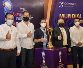 Presenta gobernador Durazo calendario de juego y trofeo del Campeonato Mundial Sub-23 de #Beisbol.