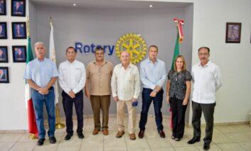 """Gobierno municipal presente en la develación de placa del salón """"Luis Salido Quiroz"""" de Club Rotario."""