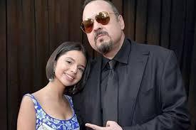 """Tierna felicitación a Ángela Aguilar en su cumpleaños 18: """"Tengo el honor de ser tu papá"""""""